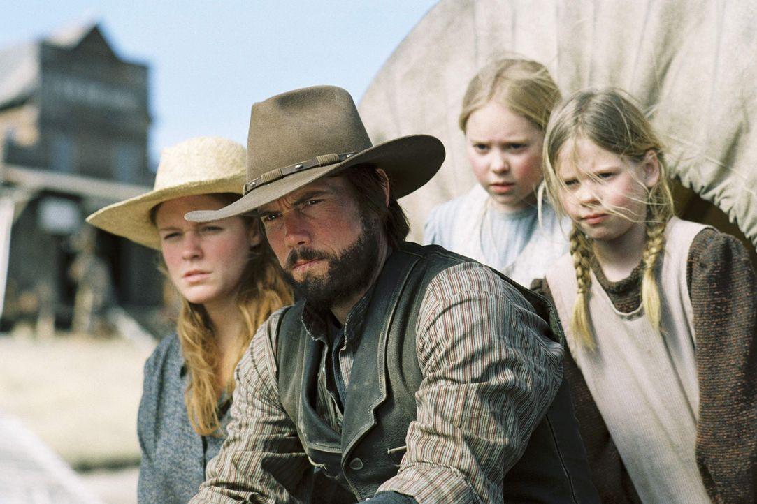 Weil sie das Land unrechtmäßig besiedelt haben müssen Caroline (Erin Cottrell, l.), Charles (Cameron Bancroft, 2.v.l.), Mary (Danielle Chuchran, 2.v... - Bildquelle: ABC, Inc.