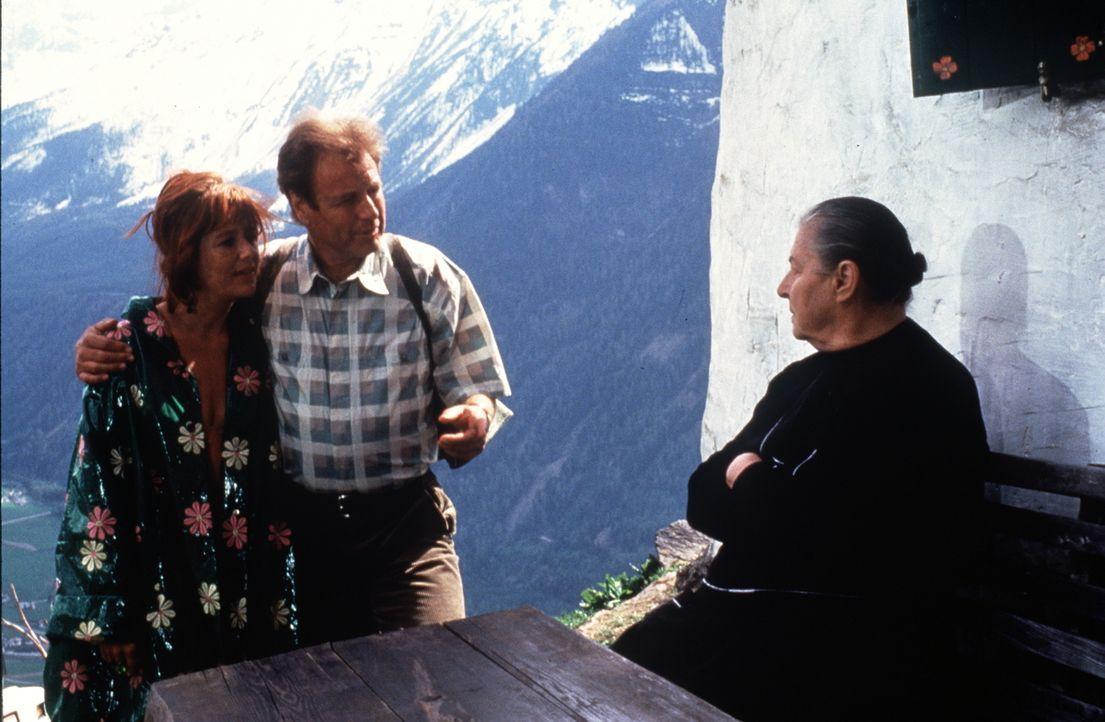 (v.l.n.r.) Rosi (Jutta Speidel); Dr. Thomas Burgner (Gerhart Lippert); Hulda Mooslechner (Maria Singer) - Bildquelle: Beta Film GmbH