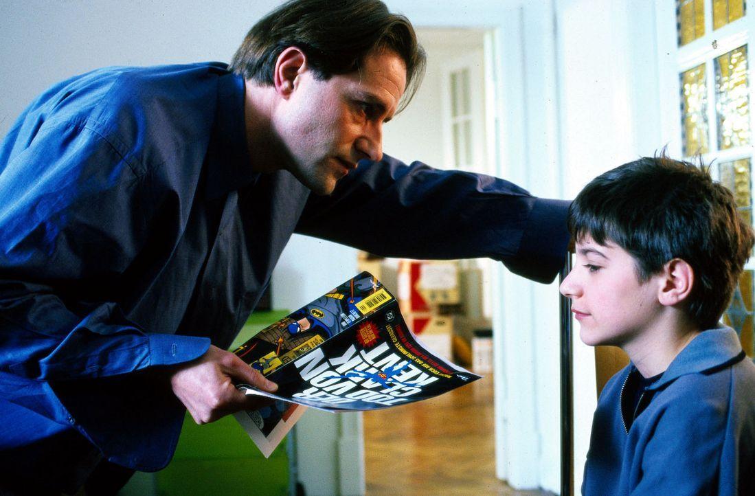 Richter Staal (Stefan Kurt, l.) ist ein viel beschäftigter Mann, der strenge Maßstäbe an seinen Sohn Alex (Italo de Angelis, r.) legt. Leider hat er... - Bildquelle: Conny Klein Sat.1