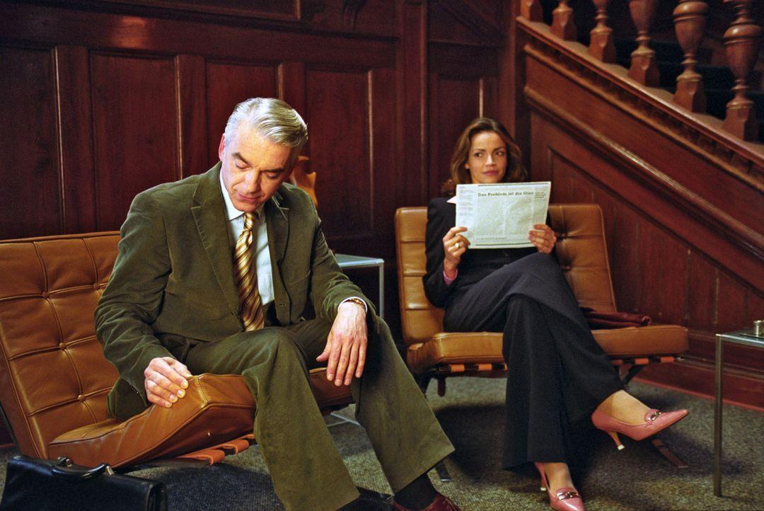 Vom Anwalt zum Anwalt: Sandra (Rebecca Immanuel, r.) und Felix (Christoph M. Ohrt, l.) geraten in den Verdacht, in ein Bowlingcenter eingebrochen zu... - Bildquelle: Hardy Spitz Sat.1