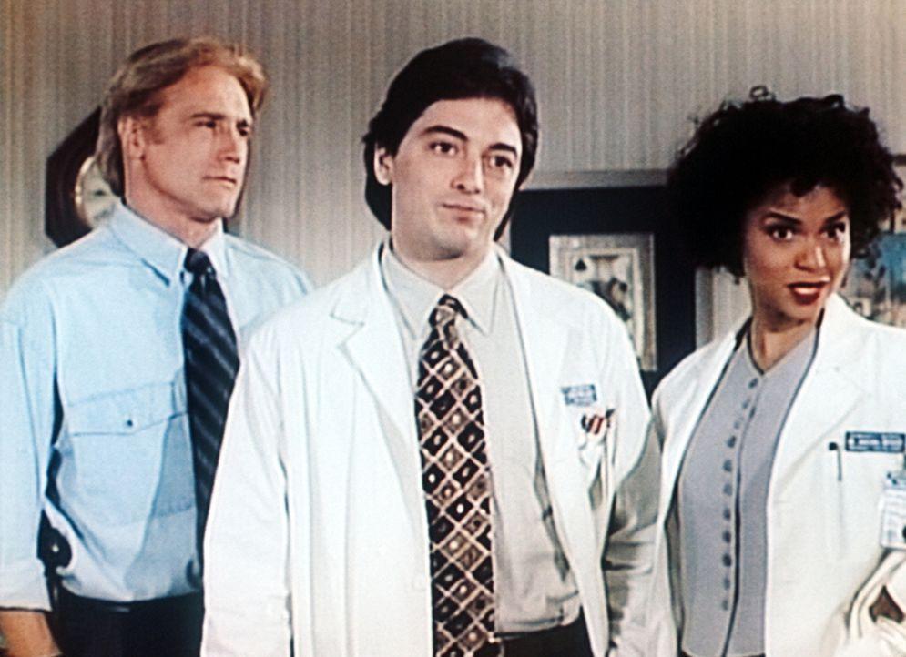 Steve (Barry Van Dyke, l.), Jack (Scott Baio, M.) und Amanda (Victoria Rowell, r.) diskutieren, wer der Mörder von Samson sein könnte. - Bildquelle: Viacom