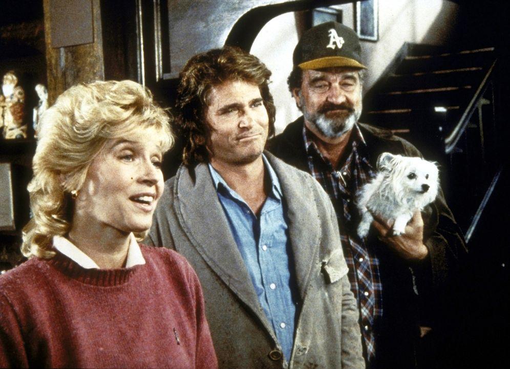 Jonathan (Michael Landon, M.) und Mark (Victor French, r.) besuchen mit Wally ein Altenheim, das von der jungen, engagierten Agnes geleitet wird. - Bildquelle: Worldvision Enterprises, Inc.