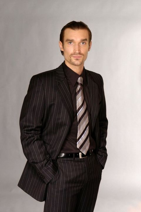 (2. Staffel) - Richard von Brahmberg (Karim Köster), der brillante Einzelgänger und Bruder von Mariella, hat keine wirklichen Freunde. Sein Ehrgeiz,... - Bildquelle: Andre Kowalski SAT.1