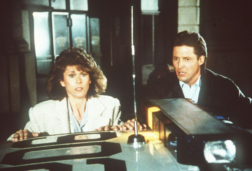 Amanda (Kate Jackson, l.) und Lee (Bruce Boxleitner, r.) sind in Bedrängnis, in großer Bedrängnis ...