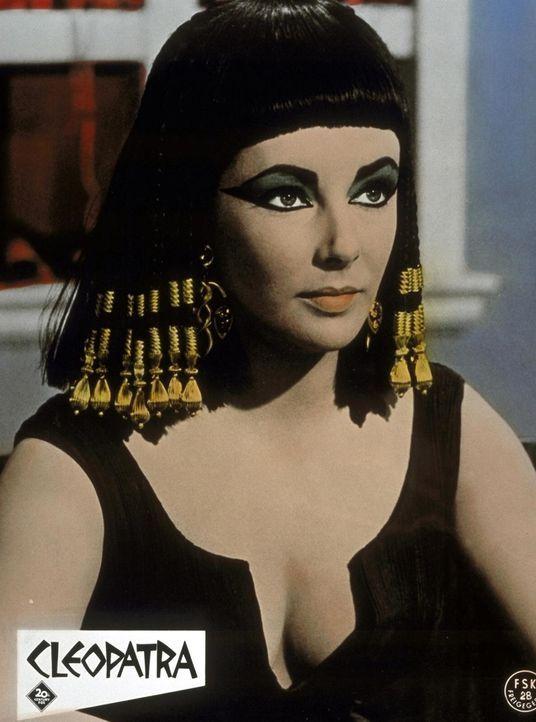 Im Jahre 48 v. Chr. wickelt die ägyptische Königin  Cleopatra (Elizabeth Taylor) Julius Cäsar um den Finger, um ihren verlorenen Thron zurückzugewin... - Bildquelle: 20th Century Fox Film Corporation