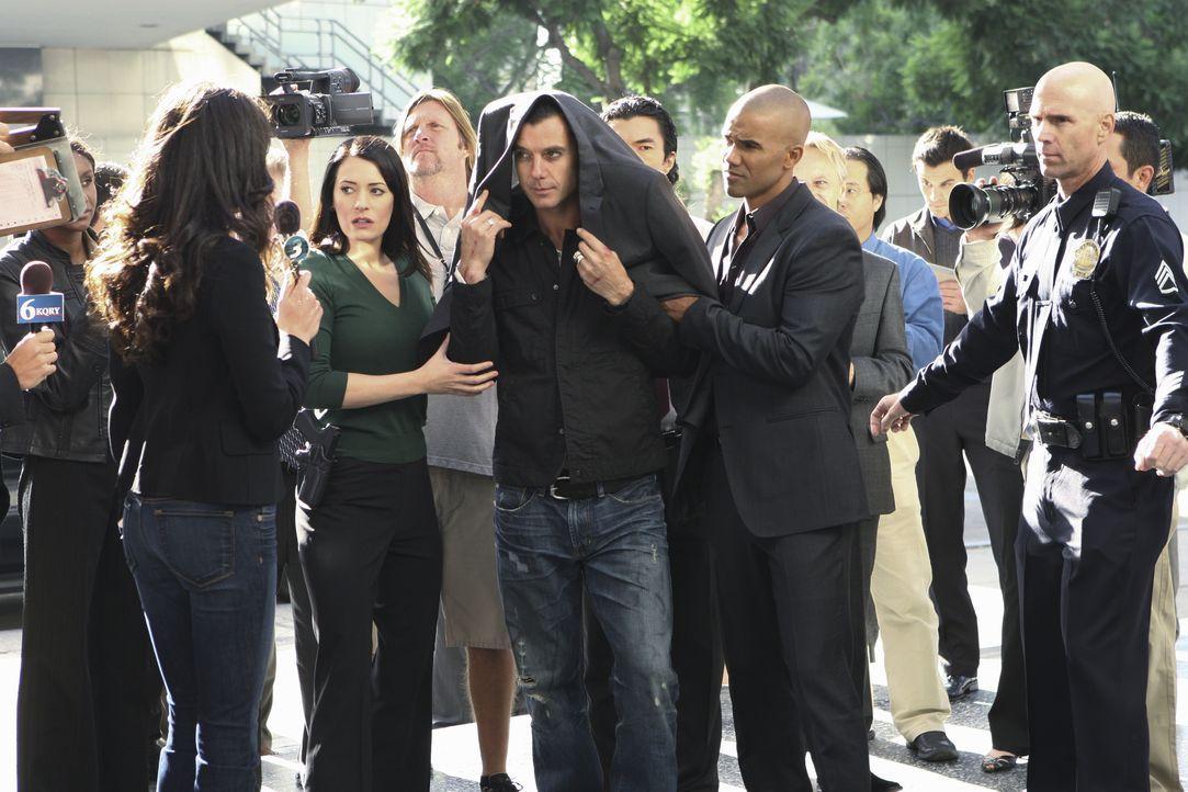 Rockstar Dante (Gavin Rossdale, M.) gilt als Verdächtiger einer Mordserie in Los Angeles. Noch bevor er von Prentiss (Paget Brewster, M.l.) und Morg... - Bildquelle: Monty Brinton 2009 ABC Studios. All rights reserved. / Monty Brinton