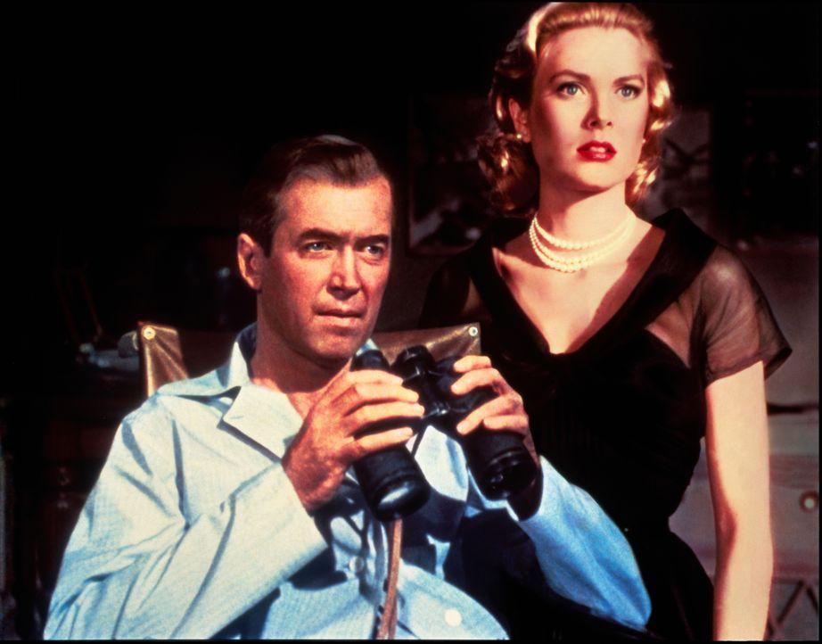 Begeben sich auf eine gefährliche Mörderjagd: Jeff (James Stewart, l.) und Lisa (Grace Kelly, r.) ... - Bildquelle: NBC Universal