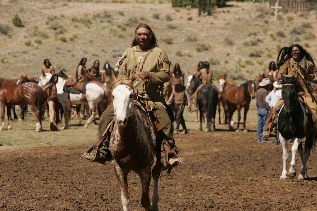 Das Stammesoberhaupt der Komanchen, Buffalo Hump (Wes Studi), muss einige folgenschwere Entscheidungen treffen ... - Bildquelle: 2006 CBS Broadcasting Inc. All Rights Reserved.