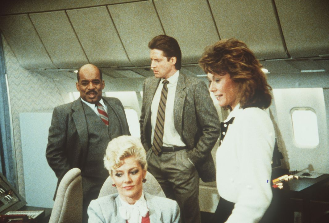 (v.l.n.r.) Billy (Mel Stewart), Francine (Martha Smith), Lee (Bruce Boxleitner) und Amanda (Kate Jackson) in der fliegenden Kommandozentrale des Geh...