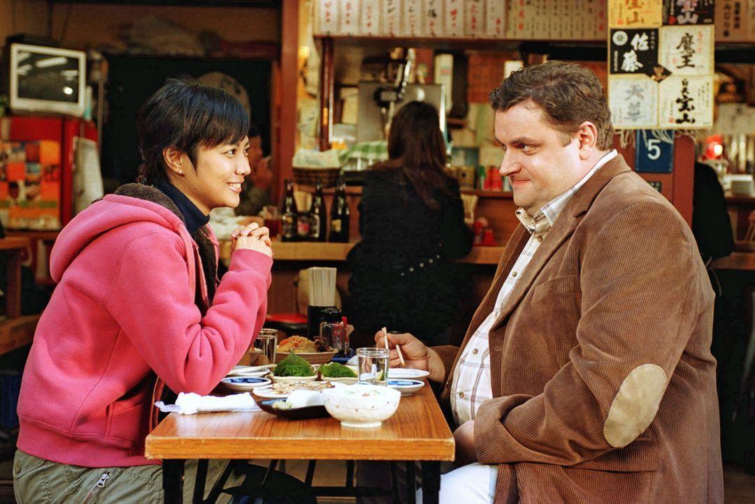 In der wundersamen, fremden Metropole Tokio lernt Uli (Christoph Hagen Dittmann, r.) eine neue Welt mit völlig neuen Gebräuchen kennen. Keiko (Miki... - Bildquelle: Marco Nagel Sat.1