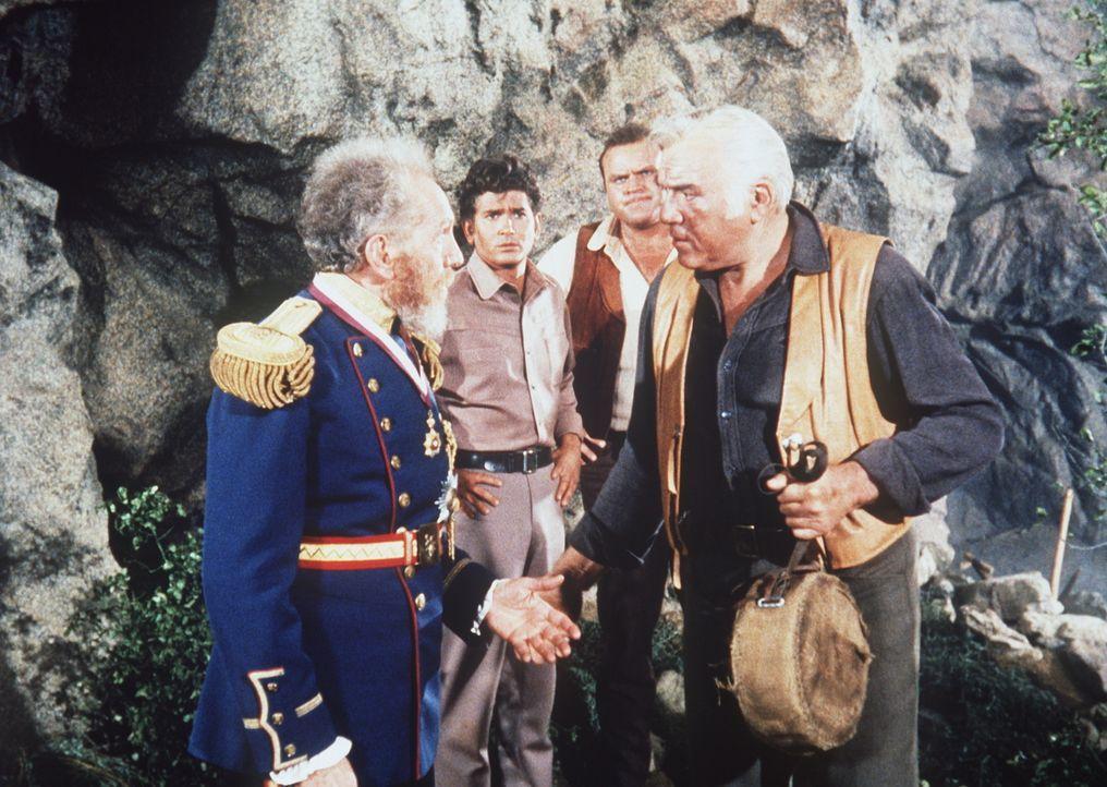 Joshua Norton (Sam Jaffe, l.) erklärt sich selbst zum Kaiser von Amerika und Protektor von Mexiko. Als ihn seine Feinde für unzurechnungsfähig erklä... - Bildquelle: Paramount Pictures