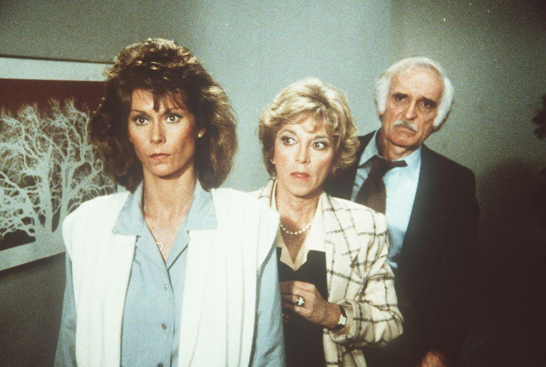 In den Händen des KGBs: Amanda (Kate Jackson, l.), Dotty (Beverly Garland, M.) und Dr. Zernov (Harold Gould) ...
