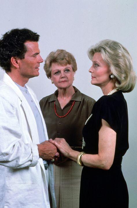 Dank Jessicas (Angela Lansbury, M.) Hilfe, sprechen Randy (Patrick Wayne, l.) und Margaret Witworth (Constance Towers, r.) wieder miteinander ... - Bildquelle: Universal Pictures