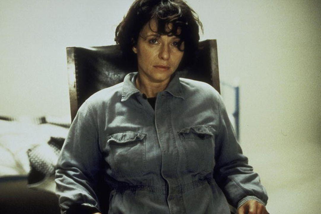 Tagelang wird die hilflose Christina (Tamara Rohloff) in einem dunklen Kellerraum eingesperrt. Zur Unterhaltung spielt ihr der Entführer eine Endlos... - Bildquelle: Ines Gellrich ProSieben