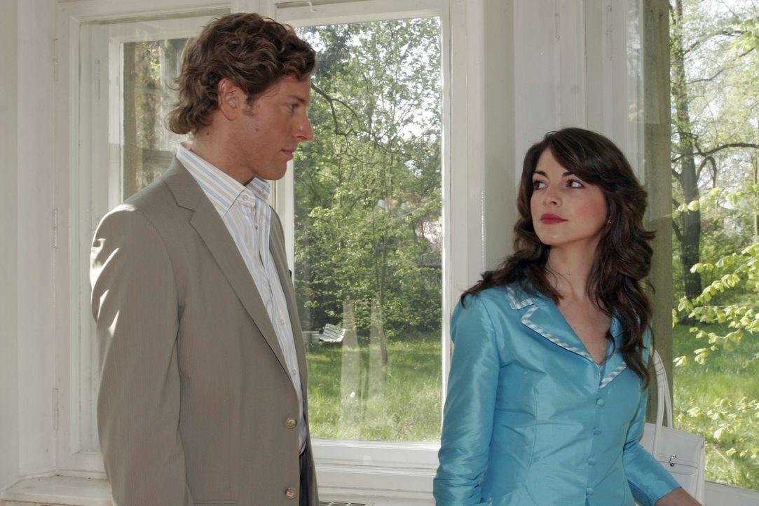 Mariella (Bianca Hein, r.) findet in Lars van der Lohe (Clayton M. Nemrow, l.) einen sensiblen Zuhörer ... - Bildquelle: Noreen Flynn Sat.1