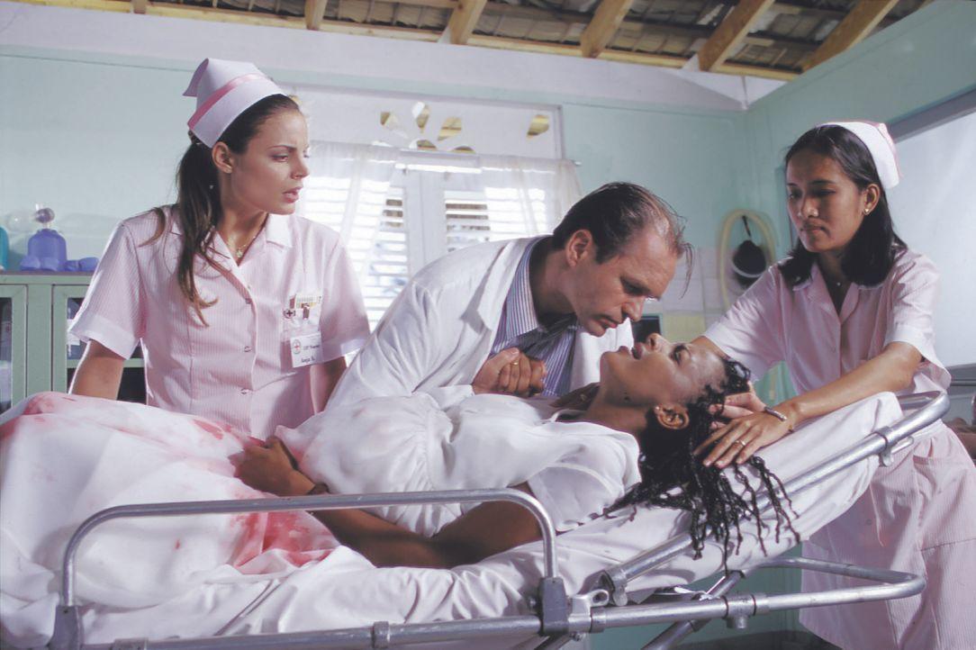 (v.l.n.r.) Anja (Elisabeth Lanz); Dr. Jochen Richter (Horst-Günter Marx); Betty (Dennenesch Zoudè) - Bildquelle: Lisa Film