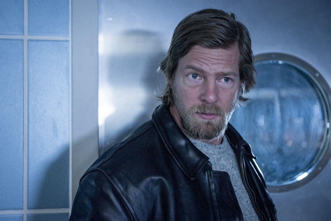 Als Mick (Henning Baum) erfährt, dass mit Görnemann ein weiterer Beteiligter ermordet wurde, macht er sich die Panik unter den verbleibenden Überleb... - Bildquelle: Martin Rottenkolber SAT.1 / Martin Rottenkolber