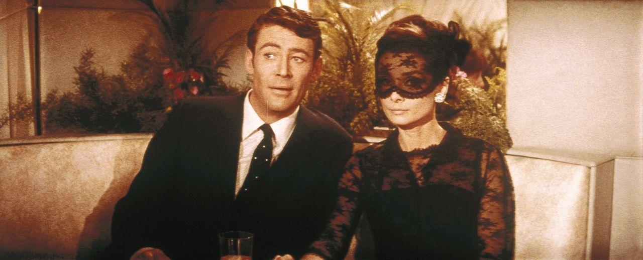 Gemeinsam versuchen sie die Ehre der Familie Bonnet zu retten: Nicole (Audrey Hepburn, r.) und Simon Dermott (Peter O'Toole, l.) ...