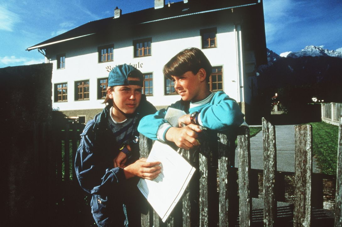 Marco (Christian Huber, l.); Maxl Burgner (Manuel Guggenberger, r.) - Bildquelle: Beta Film GmbH