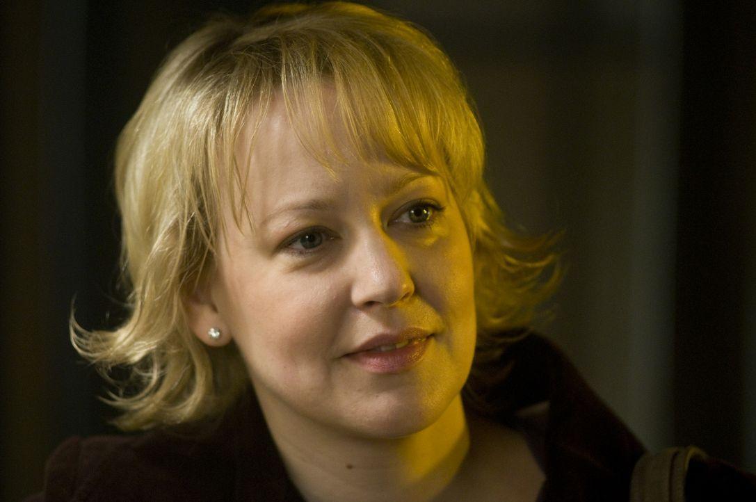 (1. Staffel) - Lisa Brisgau (Floriane Daniel) hat viele Jahre an Micks Krankenbett auf ein Wunder gehofft. Doch dann hieß es Abschiednehmen. Inzwisc... - Bildquelle: Martin Rottenkolber SAT.1