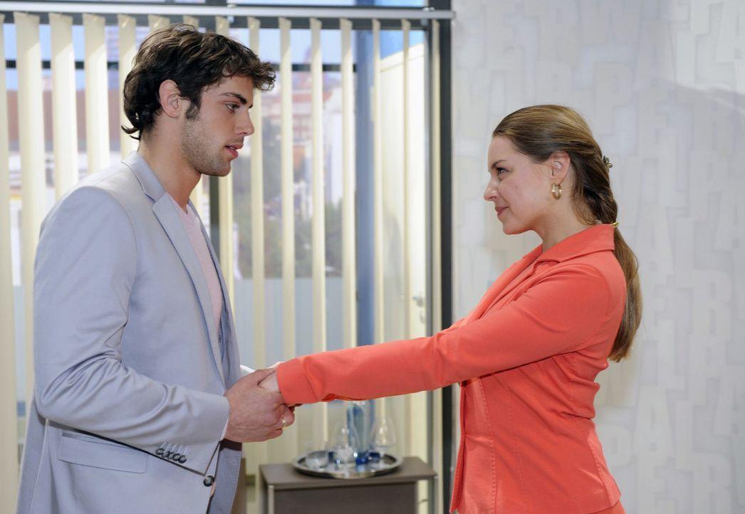 Jonas (Roy Peter Link, l.) ist emotional überfordert, als Katja (Karolina Lodyga, r.) von ihrer Schwangerschaft erzählt. - Bildquelle: Oliver Ziebe Sat.1