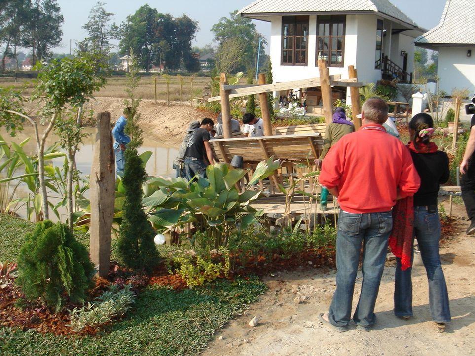 Seit 8 Monaten lebt Familie Füller in Thailand und besitzen nun ein 17.000 m² großes Reisfeld in Chiang Mai, auf dem sie nun ein kleines Ressort bau... - Bildquelle: kabel eins