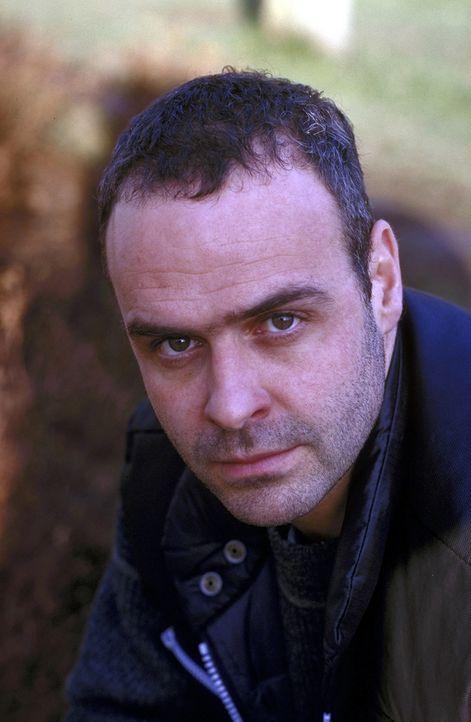 Bruno Hendricks (Jophi Ries) hilft einer Bekannten, die von einem Frauenmörder verfolgt wird ... - Bildquelle: Frank Lemm ProSieben