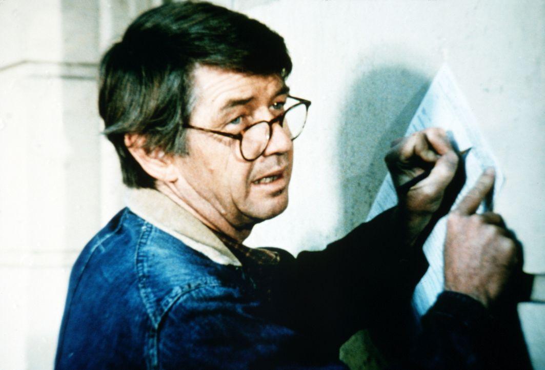 Da das Geschäft mit Johns (Ralph Waite) Mühle nicht gut läuft, beschließt er, einen Bürojob in der Stadt anzunehmen. - Bildquelle: WARNER BROS. INTERNATIONAL TELEVISION