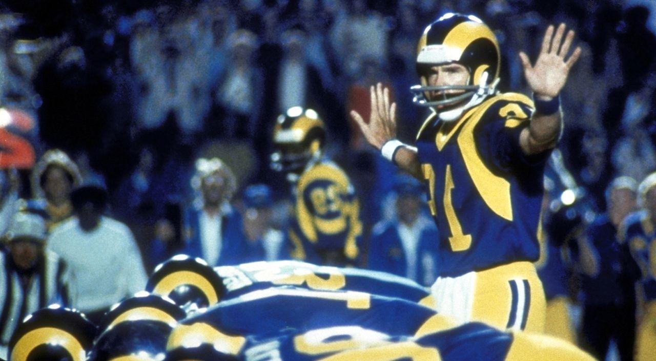 Wieder einmal kann Quaterback Joe (Warren Bratty, r.) den Finalsieg seines geliebten Clubs sichern ... - Bildquelle: Paramount Pictures