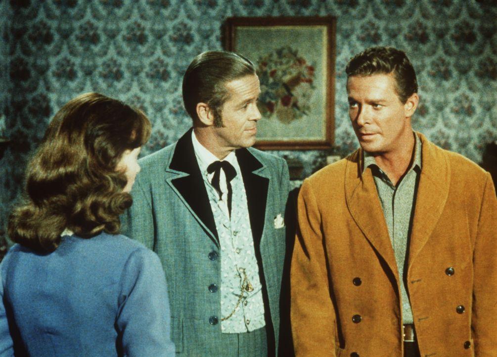 Die arglose Mariette (Darsteller unbekannt) ahnt nicht, dass ihr Mann Jason (Fred Beir, r.) eine dunkle Vergangenheit hat, die ihn nun in Person des... - Bildquelle: Paramount Pictures