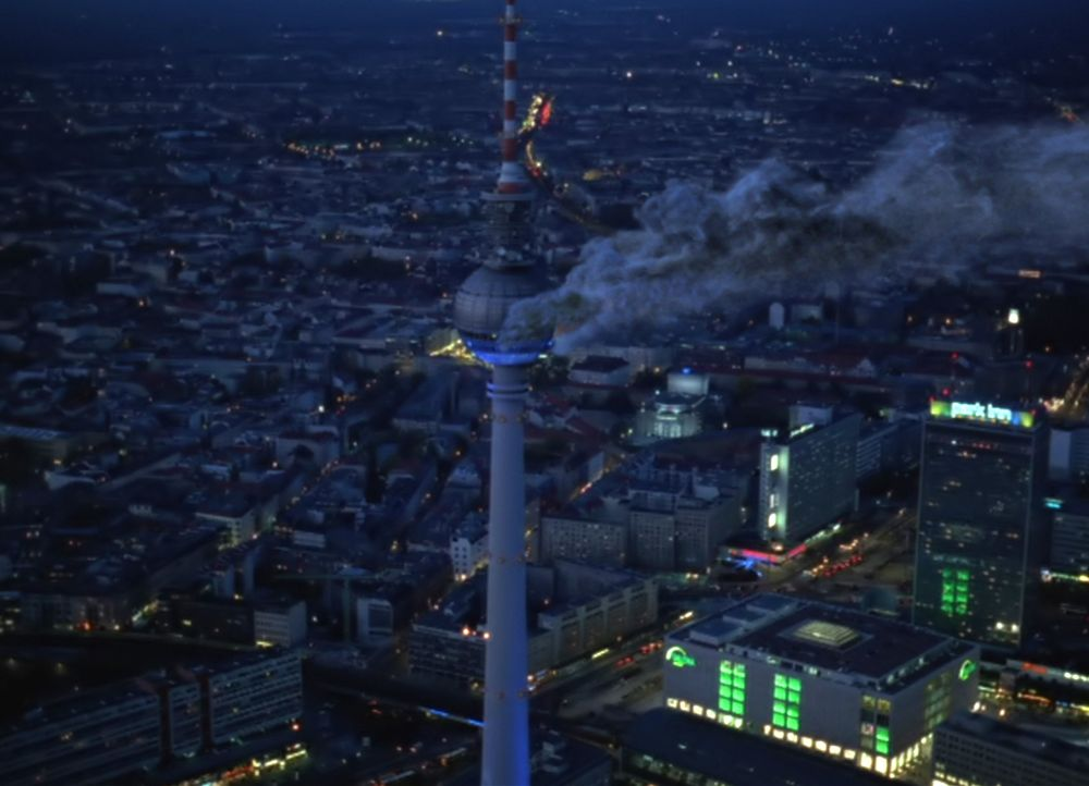 Schwarze Rauchschwaden in 212 Meter Höhe, knapp 3500 Tonnen Stahl in Flammen, Menschen in Todesangst - der Berliner Fernsehturm brennt! - Bildquelle: ProSieben ProSieben