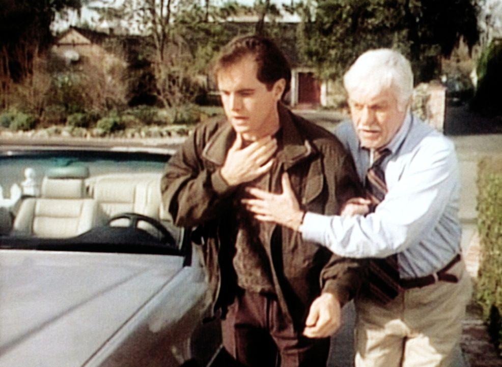 Dr. Sloan (Dick Van Dyke, r.) bringt den sehr kranken Robin in sein Haus. - Bildquelle: Viacom