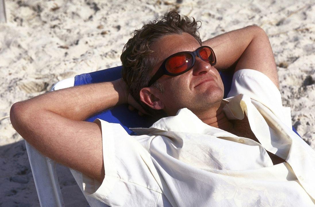 Auf Fleischbeschau: David (Dominic Raacke) auf Mallorca ... - Bildquelle: Christel Becker-Rau ProSieben