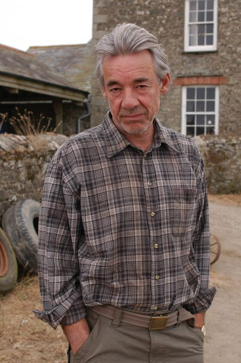 Als seine Frau stirbt, ist der Farmer Phil Pratt (Roger Lloyd Pack) fest davon überzeugt, dass Doc Martin Schuld an ihrem Tod hat. Keiner kann ihn v... - Bildquelle: BUFFALO PICTURES/ITV