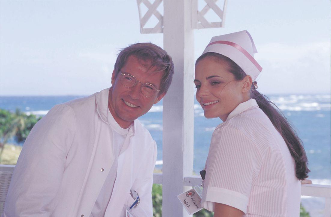 Dr. Peter Sander (Michael Lesch, l.); Anja (Elisabeth Lanz, r.) - Bildquelle: Lisa Film