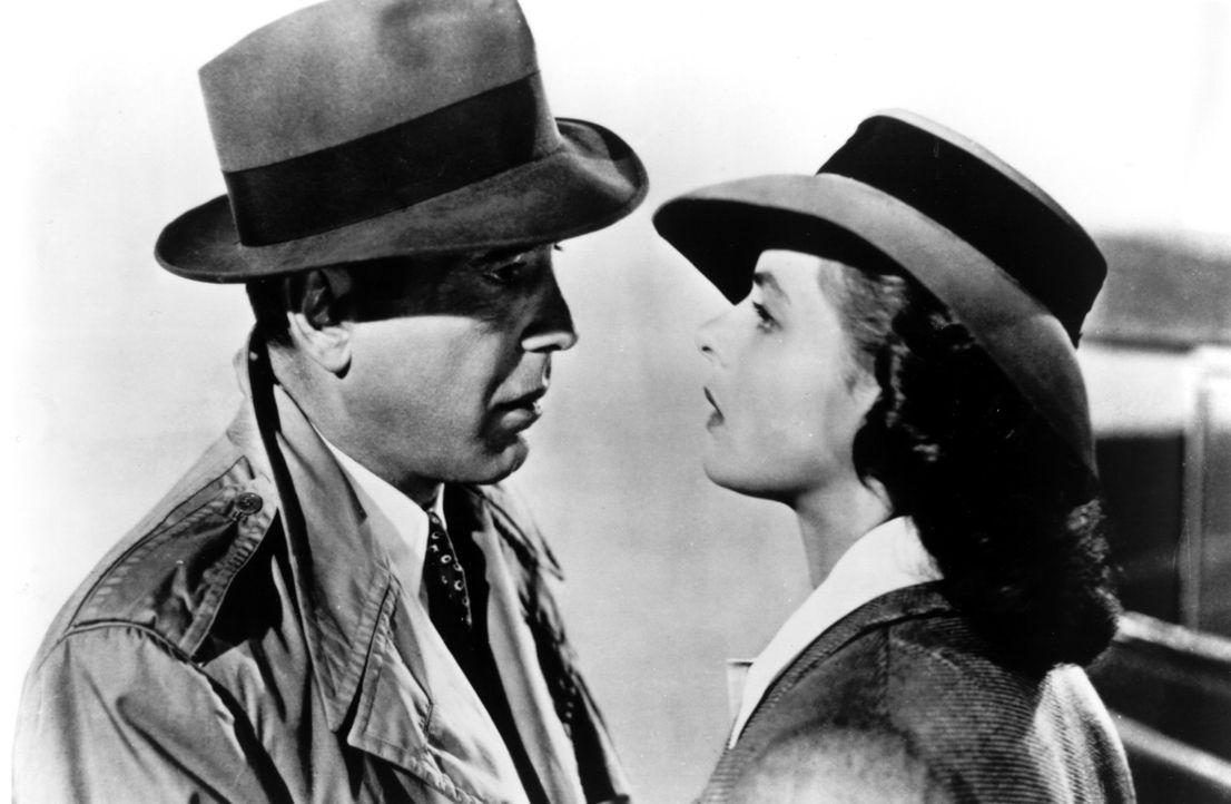 """""""Ich schau Dir in die Augen, Kleines"""": Rick (Humphrey Bogart, l.) und Ilsa (Ingrid Bergman, r.) ... - Bildquelle: Warner Bros. Television"""