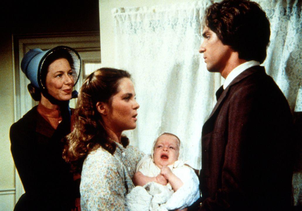 Caroline (Karen Grassle, l.) wartet darauf, dass sich ihr Schwiegersohn Adam Kendall (Linwood Boomer, r.) von ihrer Tochter Mary (Melissa Sue Anders... - Bildquelle: Worldvision