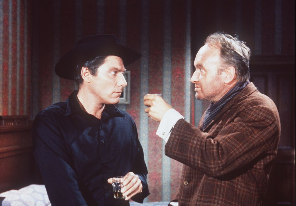 Gilly Maples (Alan Bergmann, l.) und der Gauner Morgan (Ivor Barry, r.) nutzen die Gastfreundschaft der Cartwrights aus, um sie zu bestehlen. - Bildquelle: Paramount Pictures