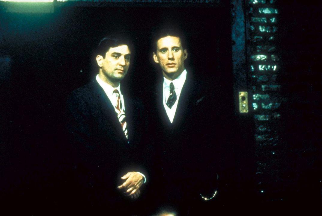 Sie wollen auf die Sonnenseite Amerikas und ihre einzige Chance ist das organisierte Verbrechen: Rücksichtslos bahnen sich die beiden Jugendfreunde... - Bildquelle: Warner Bros.