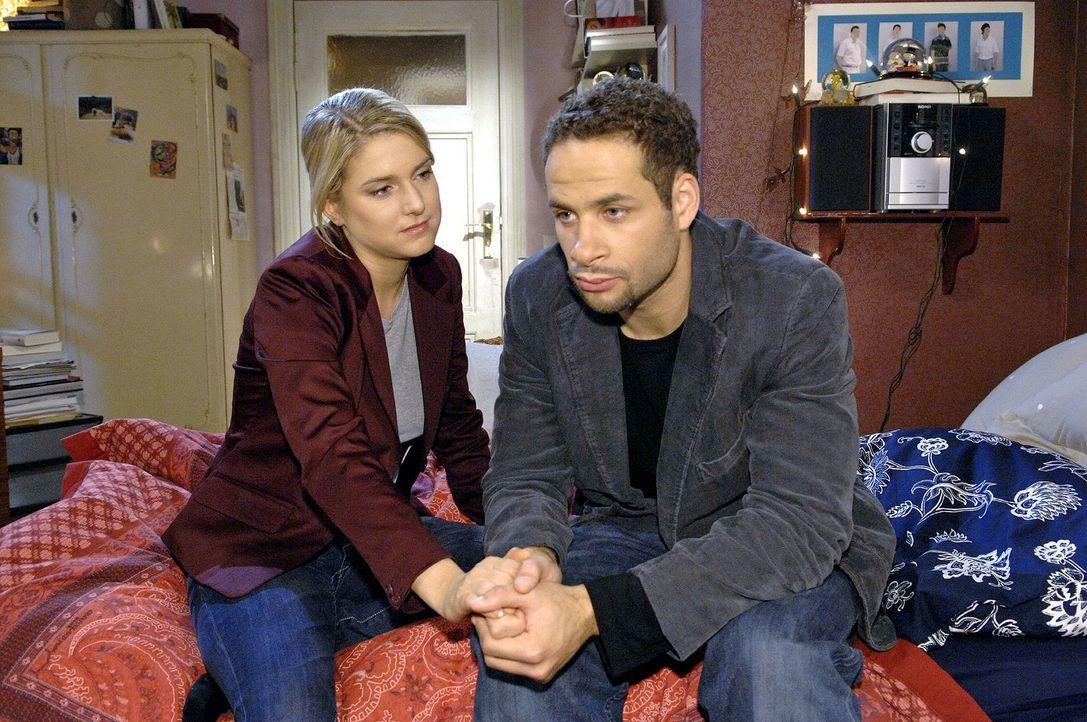 Anna (Jeanette Biedermann, l.) ist skeptisch - aber Jannick (Mike Adler, r.) ist entschlossen, Katja zur Rede zu stellen. - Bildquelle: Claudius Pflug Sat.1