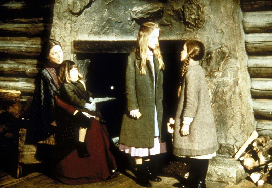 (v.l.n.r.) Caroline (Karen Grassle) und ihre Töchter Carrie (Lindsay Sidney Greenbush), Mary (Melissa Sue Anderson) und Laura (Melissa Gilbert) vers... - Bildquelle: Worldvision