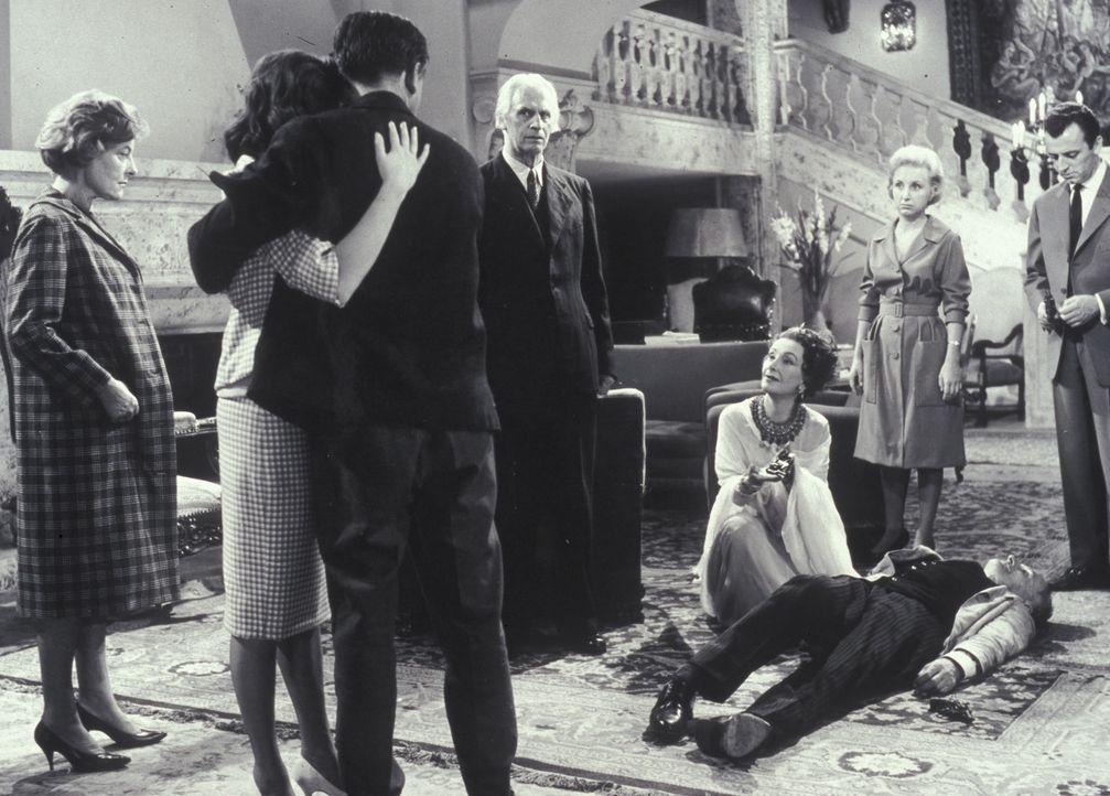 Der Mörder hat zugeschlagen: Mary Pinder (Marianne Hoppe, l.), Rechtsanwalt Shaddle (Fritz Rasp, M.), Lady Moron (Lil Dagover, kniend), Lizzi (Edith... - Bildquelle: Constantin Film