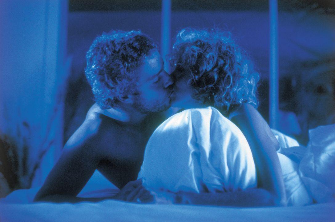 Molly Graham (Kim Greist, r.) macht sich große Sorgen um ihren Mann Will (William L. Petersen, l.), der auf der Jagd nach einem psychopathischen Ser... - Bildquelle: STUDIOCANAL