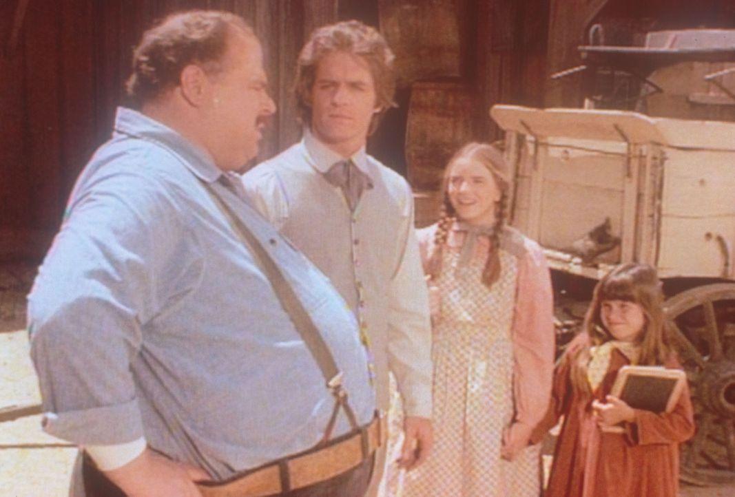 Adam (Linwood Bommer, 2.v.l.) weiß die wohltätige Hilfe von John (Cliff Emmich, r.) zu schätzen. Laura (Melissa Gilbert, 2.v.r.) und Carry (Lindsay... - Bildquelle: Worldvision