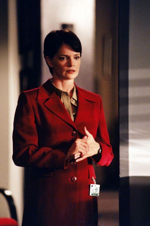 Dr. Lisa Catera (Stacy Edwards) - Bildquelle: 1998 Twentieth Century Fox Film Corporation.  All rights reserved.
