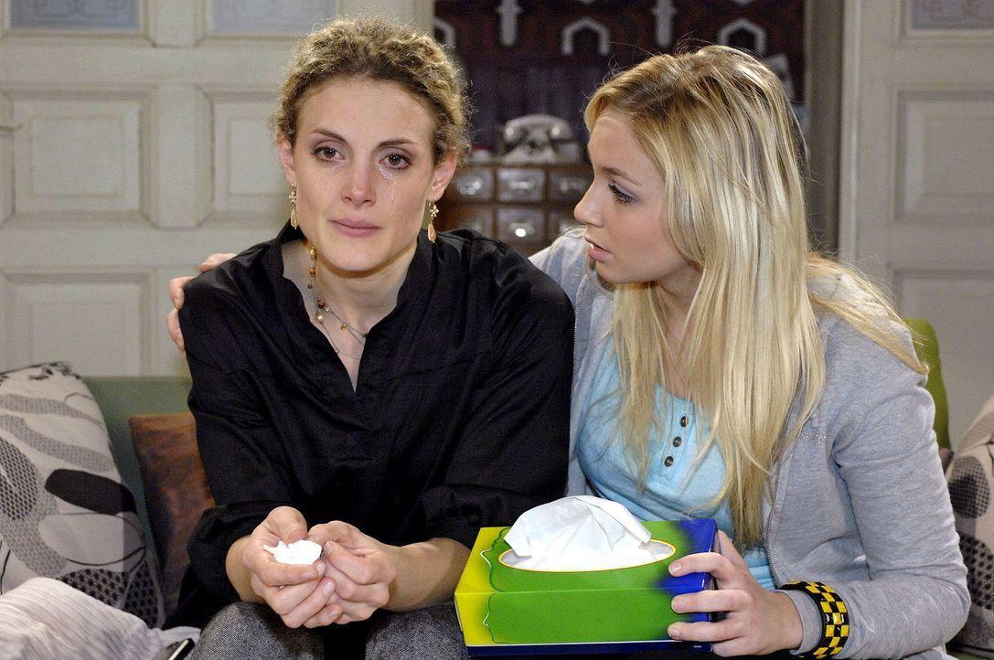 Maja (Barbara Lanz, l.) berichtet Lily (Jil Funke, r.) von ihrem Geständnis. - Bildquelle: Oliver Ziebe Sat.1