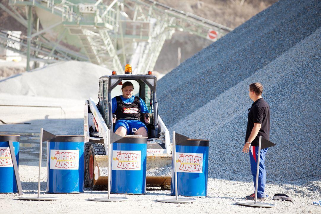Für Marc wird ein Traum wahr: er darf Bagger fahren. Allerdings hat diese Challenge einige Tücken in petto ... - Bildquelle: Enrique Cano SAT.1