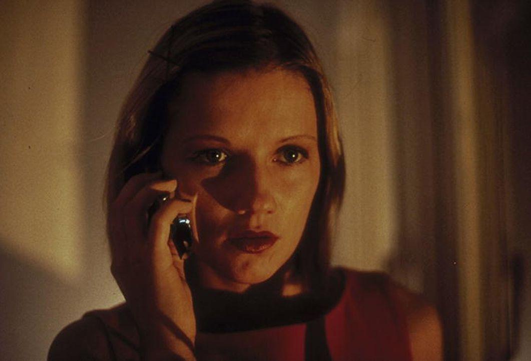 Auch Bibi (Doreen Jacobi) erhält perfide Anrufe des Entführers ... - Bildquelle: Ines Gellrich ProSieben