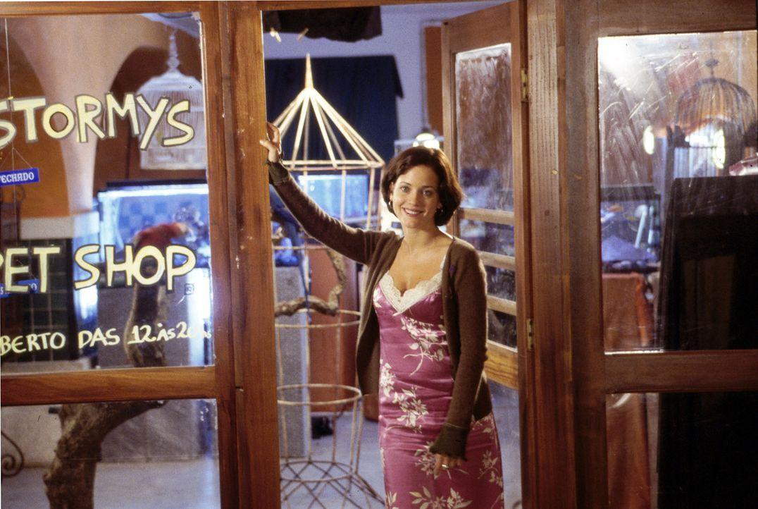 Stormy (Muriel Baumeister) betreibt in Lissabon eine kleine Zoohandlung. Welche Beziehung hat sie zu Bens Vater Alexander Yorck? - Bildquelle: Susanne Michl Sat.1