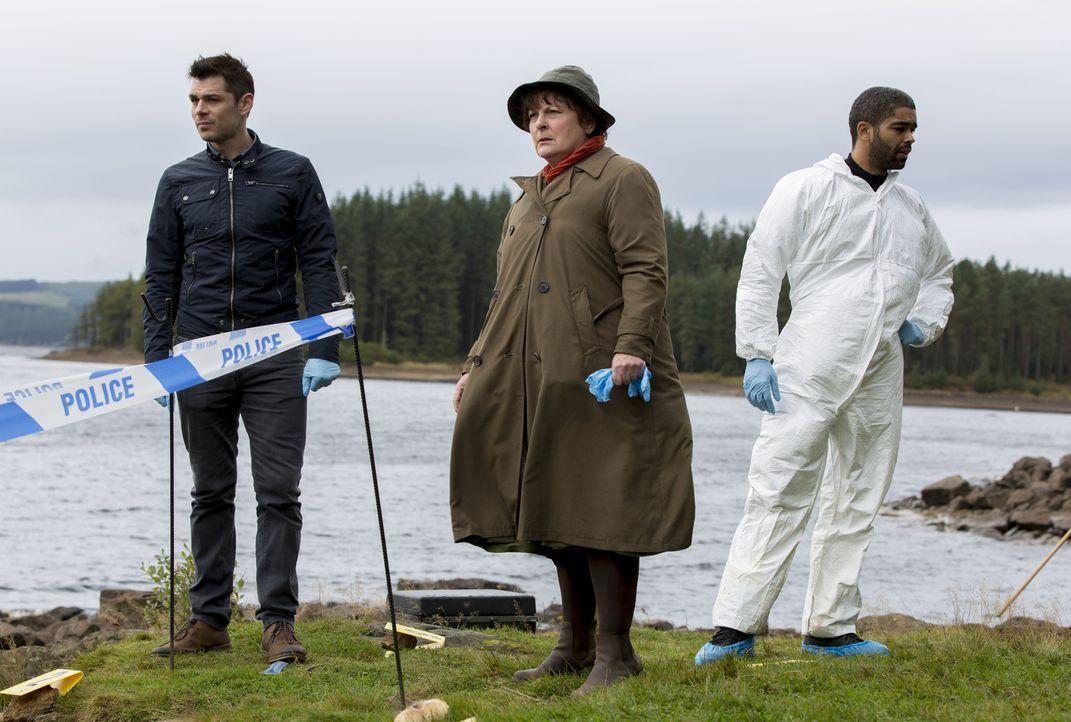 (v.l.n.r.) Aiden Healy (Kenny Doughty); Vera Stanhope (Brenda Blethyn); Dr. Marcus Summer (Kingsley Ben Adir) - Bildquelle: ITV Studios